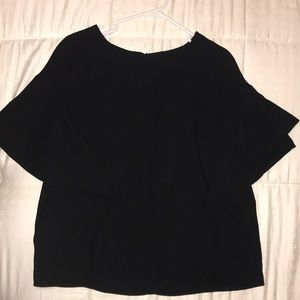 blouse with medium sized sleeves